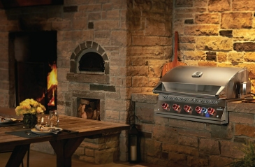 grills-home-slider-built-in-700-series-lifestyle